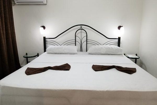 1- Habitación doble con baño privado