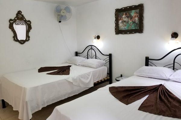4- Habitación doble con baño privado