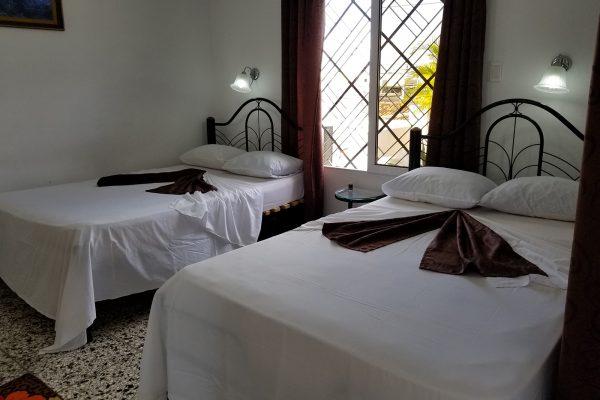 5- Habitación doble con baño privado