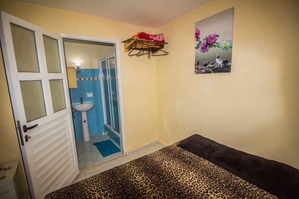 3. Habitación doble con baño privado