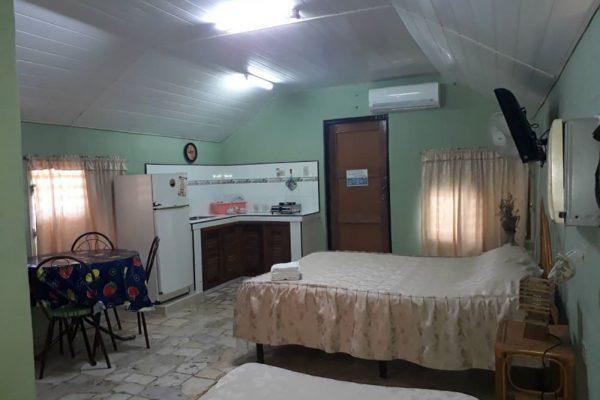1- Habitación triple independiente con baño privado