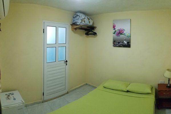 2. Habitación doble con baño privado