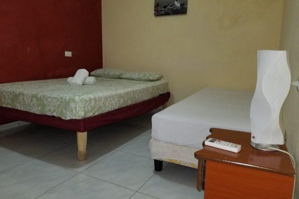4. Habitación doble con baño privado