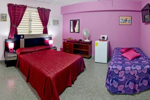 2- Habitación triple con baño compartido