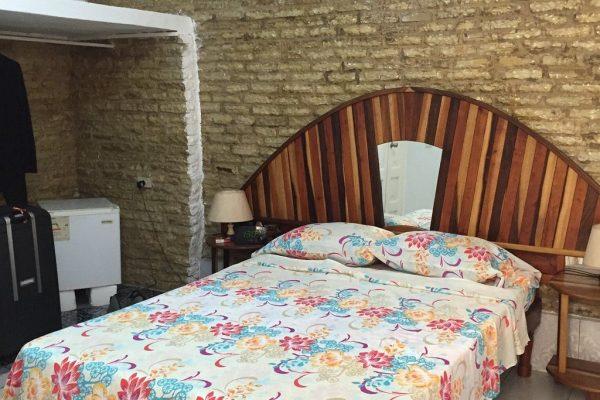 1- Habitación triple con baño privado